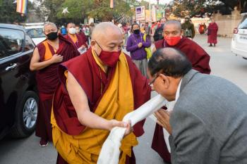 Gyaltsab Rinpoche Makes Offerings at the Mahabodhi Stupa