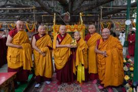 Bokar Yangsi Rinpoche Receives Barma Rabchung Vows at the Mahabodhi Stupa